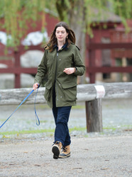 Anne Hathaway - Visiting a Farmer's Market in Connecticut 5/13/18