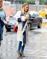 Hilary Duff - Getting coffee in NYC 5/19/18