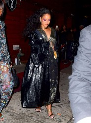 Rihanna - Leaving 1Oak in NYC 1/28/18
