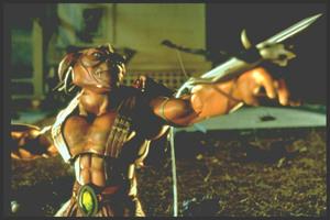 Солдатики / Small soldiers (1998) Кирстен Данст , Томми Ли Джонс (голос) 42afaf937754294