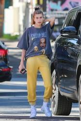 Hailey Baldwin - Shopping in Beverly Hills 12/20/18