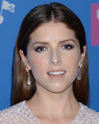 Анна Кендрик (Anna Kendrick) MTV Video Music Awards, 20.08.2018 - 90xHQ B63739955980164