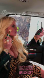 Jessica Simpson Putting On Makeup - 7/31/18 Instagram Stories