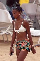 Jasmine Tookes - At the beach in Maui 4/1/18