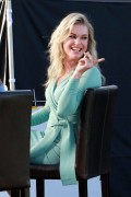 Rebecca Romijn -                   ''Extra'' Set Universal City December 12th 2017.