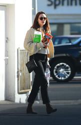 Elizabeth Olsen - Leaving CVS in LA 2/26/18