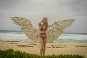 Leven Rambin - Bikini candids at the beach in Cancun 5/26/18