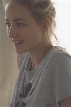 Leelee Sobieski - magazine scan (portrait type photo) x1