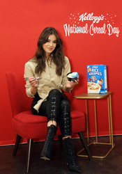 Hailee Steinfeld - Kellogg's NYC Cafe for National Cereal Day in NYC 3/6/18