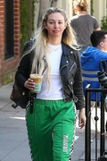 Corinne Olympios shows her excitement after a getting a treatment at the Kate Somerville Spa 25.03.2019 x22 83dcd51174822744