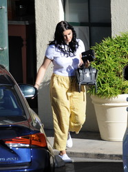 Ariel Winter Out in Los Angeles - 9/15/18