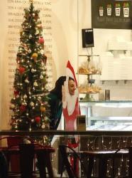 Mila Kunis getting Gelato 12-18-17