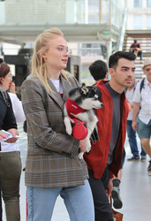 Sophie Turner - Take a train at Gare de Lyon in Paris - June 25