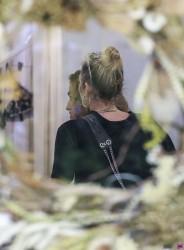 Miley Cyrus - Shopping in Byron Bay, Australia 12/30/17