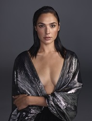 Gal Gadot - Glamour magazine, Dec 2017 - UUHQ