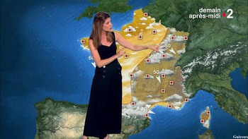 Chloé Nabédian - Août 2018 5b45e3948077464
