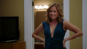 Jenna Fischer - Splitting Up Together S01E04 - super cleavage (caps)