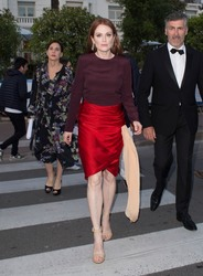 Julianne Moore - Heading to L'Oreal TV Studios in Cannes 5/9/18
