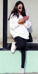 Madison Beer - Leaving a nail salon in LA 1/2/18