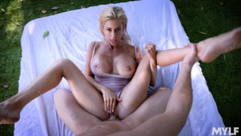 Alexis Fawx - Outdoor Sex With An Oiled Up Mature Babe (24.07.2018) 720p