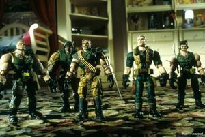 Солдатики / Small soldiers (1998) Кирстен Данст , Томми Ли Джонс (голос) 5b995e937750214
