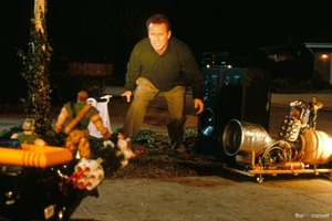 Солдатики / Small soldiers (1998) Кирстен Данст , Томми Ли Джонс (голос) 56163c937750234