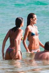 Izabel Goulart in Bikini candids on the beach in Fernando de Noronha 01/03/20181de10f707994593