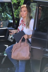 Hilary Duff - Arriving at Haylie Duff's Home in Studio City 8/22/18