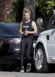 Kaley Cuoco - Going to the gym in LA 4/18/19