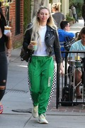 Corinne Olympios shows her excitement after a getting a treatment at the Kate Somerville Spa 25.03.2019 x22 839a2d1174822484