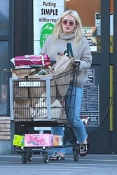 Hilary Duff - Grocery shopping in Studio City 1/21/19