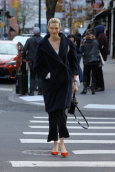 Karlie Kloss - Out in NYC 11/28/18