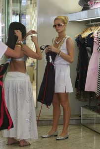 Paris Hilton & Kim Kardashian - Shopping in Sydney, Australia | December 31, 2006
