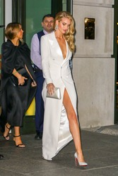 Rosie Huntington-Whiteley - Leaving her hotel in NYC 9/7/18