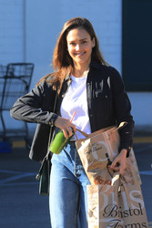 Jessica Alba - Grocery shopping in LA 11/27/18