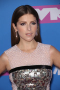 Анна Кендрик (Anna Kendrick) MTV Video Music Awards, 20.08.2018 - 90xHQ B1565b955982084