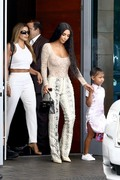 Kim Kardashian - Shopping in Miami 8/17/18