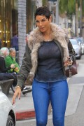 Nicole Murphy - Wears Tight Jeans Getting Some Shopping Done In Beverly Hills (1/16/18)