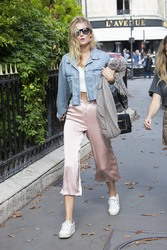 Toni Garrn - Having lunch in Paris 9/28/18