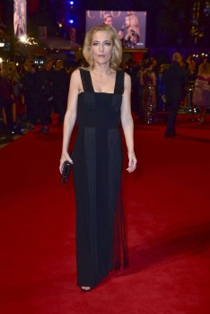 "Gillian Anderson, ""The Crown"" Season 2 Premiere, London 21/11/2017 (MQ)"