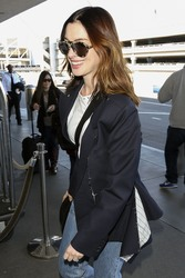 Anne Hathaway - At LAX Airport 1/21/19