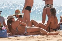 Izabel Goulart in Bikini candids on the beach in Fernando de Noronha 01/03/201820c049707994753