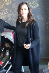 Jennifer Garner - Out in Brentwood 3/15/18
