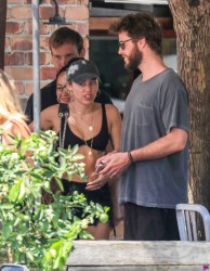 Miley Cyrus - Out for lunch in Byron Bay, Australia 1/10/18