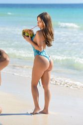 Demi Rose Mawby - Swimsuit candids in Tulum 1/11/19