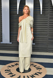 Martha Hunt - 2018 Vanity Fair Oscar Party 3/4/18