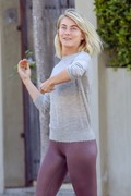 Julianne Hough seen leaving a business meeting where she exits in a different outfit 25.03.2019 x31 B392581174823574