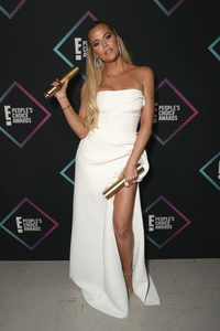 Khloe Kardashian - People's Choice Awards 2018 in Santa Monica 11/11/18