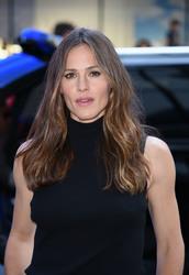 Jennifer Garner Visits 'Good Morning America' in New York City 07/16/20182f34f3921666994