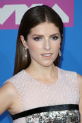 Анна Кендрик (Anna Kendrick) MTV Video Music Awards, 20.08.2018 - 90xHQ D1017f955982674